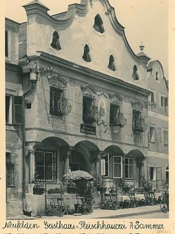 Alte Fasade zeugen von der Geschichte des Hotels Sammer